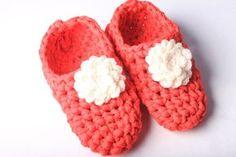 Háčkované bačkory ze špagetové příze Crochet Baby, Slippers, Free Tutorials, Shoes, Zapatos, Shoes Outlet, Slipper, Shoe, Crochet For Baby