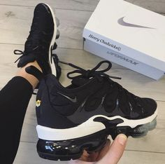 Nike VaporMax Plus - # General - Schuhe - Zapatos Ideas Cute Shoes, Women's Shoes, Me Too Shoes, Shoes Style, Golf Shoes, Sports Shoes, Black Shoes, Dance Shoes, Nike Sneakers