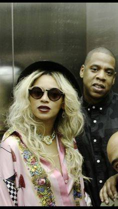 Beyonce and Jayz posing on a elevator 2014