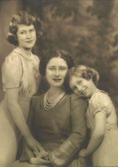 Queen Elizabeth with Princesses Elizabeth and Margaret, 9 April 1940 | Royal Collection Trust