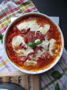 Découvrez la recette Gratin de gnocchi au jambon serrano, mozzarella et basilic sur cuisineactuelle.fr.