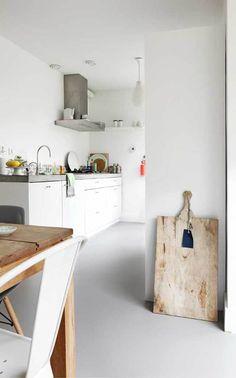 Marmoleum (Selected by Piet Boon) Linoleum - grijs - Flooring Piclodge Outdoor Kitchen Countertops, Concrete Countertops, Kitchen Flooring, Cement Counter, Classic Kitchen, New Kitchen, Kitchen White, Kitchen Interior, Kitchen Decor