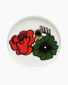 Par plaque Oiva Eläköön Elämä Marimekko chaque plat est un plaisir. les plaques d& motif floral, conçu par le designer finlandais Maija Louekari parés. Marimekko, Flower Pattern Design, Flower Designs, Ceramic Plates, Decorative Plates, Red Green, Pink And Green, Pink White, Kitchenware