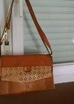Petit sac bandoulière marron Naf Naf