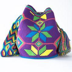 Wayuu Boho Bags with Crochet Patterns Mochila Crochet, Crochet Handbags, Crochet Purses, Knit Or Crochet, Crochet Crafts, Crochet Projects, Beaded Crochet, Crochet Bags, Tapestry Bag