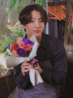 So cute. Jung Kook, Bts Jungkook, Jikook, Kpop, Bts Pictures, Photos, Bts Aesthetic Pictures, Bts Lockscreen, Jeon Jeongguk