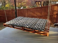 Pin for Later: PALLET FURNITURE INSIDE. 39 outdoor pallet furniture ideas and DIY projects for your patio. 39 outdoor pallet furniture ideas and DIY projects for your patio. Outdoor Furniture Plans, Wooden Pallet Furniture, Wooden Pallets, Pallet Wood, Pallet Patio, Backyard Patio, Wooden Fence, Pallet Cushions, Garden Pallet