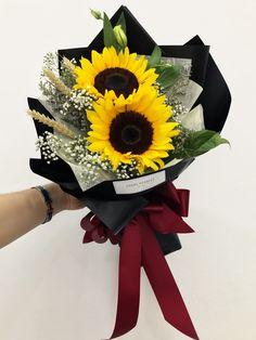 Bunga Sunflower Arrangements, Sunflower Bouquets, Floral Bouquets, Valentines Flowers, Mothers Day Flowers, How To Wrap Flowers, Beautiful Flowers, Graduation Bouquet, Flower Chart
