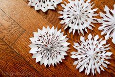 Papieren sneeuwvlokjes, met uitleg op de site.