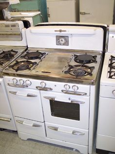 www.vintageaplliances.com  I need to go there to get a white vintage gas stove, oven, and refrigerator.