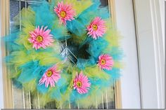 Great tulle wreath for girl's B'day party