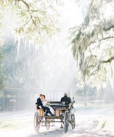 Oh Charleston, your charm is simply timeless. 💫💫💫 Making plans to tie the knot In the New Year? CongratulatIons! Let's start planning your…