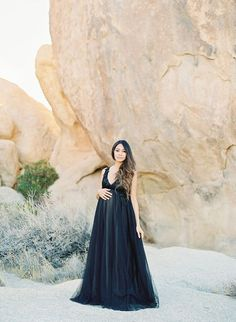 This maternity shoot not only captures a stunning mama, but also a stunning desert setting. Her chic maternity photos in Joshua Tree show off her baby bump. Cute Maternity Style, Chic Maternity, Maternity Dress Outfits, Maternity Poses, Maternity Portraits, Maternity Pictures, Maternity Wear, Maternity Photography, Pregnancy Looks