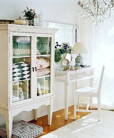 cute old china cabinet to hold quilts in the bedroom @ MyHomeLookBookMyHomeLookBook