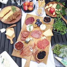 @fraichenutrition sure puts on a good charcuterie spread! Local okanagan meet & cheese, @bctreefruits & the most yummy assortment of @winebcdotcom wine! #bcspread #okanaganlove