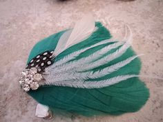 Fascinator Feather Hair Clips, Tea Party Birthday, Feathered Hairstyles, Headpiece, Headbands, Wedding Inspiration, Fascinators, Trending Outfits, Wedding Dresses