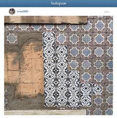 intervenção urbana APOSTO 2.0 n 2 na visão de Luisa Santos [@luisa2880] | rua dos Anjos - Lisboa - Portugal | #ApostoLisboa #IntervencaoUrbana #ArteUrbana #Lisboa #Portugal #Azulejo #Azulejos #FábioCarvalho #FabioCarvalho #Lisbon #StreetArt #UrbanArt #regram #repost #azulejosdeportugal #azulejoportugues #azulejosportugueses #tile #tiles by fabiocarvalho2105