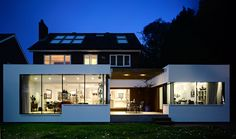 House rear extension In the London Suburbs, a Home Rebuilt Around a View -NYTim. Home Deco, Rear Extension, Living Styles, House Extensions, House Windows, Home Additions, Black House, Beautiful Interiors, Midcentury Modern