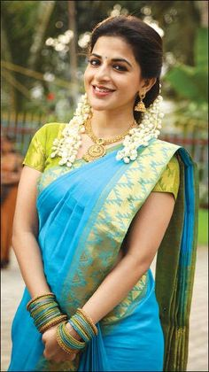Here are the latest stills of the bubbly actress Iswarya Menon. Beautiful Girl Indian, Most Beautiful Indian Actress, Beautiful Girl Image, Beautiful Saree, Beautiful Women, Indian Photoshoot, Saree Photoshoot, Beautiful Bollywood Actress, Beautiful Actresses