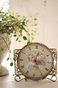 「プチポワン 薔薇とすずらんの時計」ココン・フワット Coconfouato [アンティーク照明&アンティーク家具] イギリスアンティーク フランスアンティーク アンティーク インテリア 雑貨 収納 小物