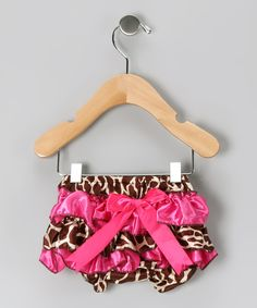 Hot Pink Giraffe Ruffle Diaper Cover. I can just imagine a cute little tiny tot crawling around in this.....
