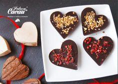 Maxi-corações de chocolate negro com pimenta rosa ou amendoim crocante