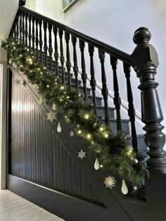 Christmas stair garland, Christmas hallway, C - Fairy Lights Terrace Christmas Garland On Stairs, Christmas Hallway, Black Christmas, Christmas Decorations, Black Staircase, House Staircase, Black Hallway, Tiled Hallway, Modern Staircase