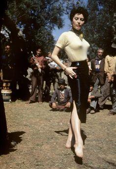 Ava Gardner filming of 'The Barefoot Contessa' in Rome, Capa Old Hollywood Glamour, Hollywood Actor, Vintage Hollywood, Classic Hollywood, Ava Gardner, Sophia Loren, Jean Harlow, Rita Hayworth, Jacqueline De Ribes