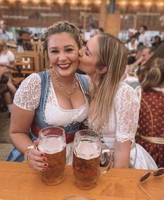 🍻 Funtimes Cheers 🍻 Octoberfest Girls, Oktoberfest Beer, Beer Maid, Girls Who Squat, Dirndl Dress, Beer Girl, German Girls, Beer Festival, Best Beer