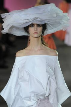 galliano Ladies Luncheon, White Things, Love Hat, John Galliano, Derby Hats, Fashion Details, Fascinator, Catwalk, Off Shoulder Blouse