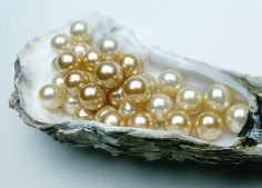 Gothic Jewelry Types of Pearls Used in Antique and Vintage Jewelry - You can identify different types of pearls used in old jewelry, including distinguishing natural pearls from less valuable cultured examples. Vintage Jewelry Crafts, Old Jewelry, Vintage Costume Jewelry, Vintage Costumes, Pearl Jewelry, Antique Jewelry, Silver Jewelry, Fine Jewelry, Jewelry Making