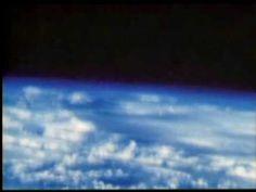 1960年、米国空軍のジョゼフ・キッティンジャー(Joseph Kittinger)が高度10万2,800フィート(31,330 m) まで巨大ヘリウム気球「エクセルシオIII (Excelsior III)」で上昇し、ジャンプを行った記録映像。通常の22倍の重力、最大速度は時速988 km(毎時614マイル、毎秒274 m)に達した。