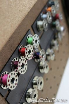 bobbins stick to magnetic strip.  Such a great idea!