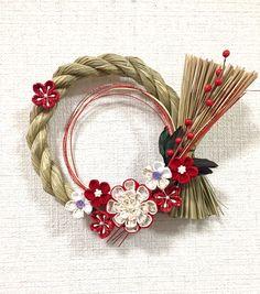 Unique Flower Arrangements, Unique Flowers, Ribbon Art, Ribbon Crafts, Holiday Ornaments, Christmas Wreaths, Decor Crafts, Diy And Crafts, Japanese Ornaments