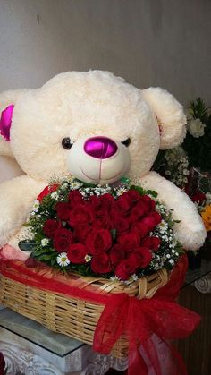 me ~ Best basket flower gift 52 Ideas Valentines Day Baskets, Valentines Flowers, Valentines For Kids, Valentine Gifts, Valentine Nails, Valentine Ideas, Valentine Flower Arrangements, Beautiful Flower Arrangements, Floral Arrangements