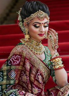 Traditional Indian Bridal Makeup Looks That You Must Know as A Bride! Indian Bridal Outfits, Indian Bridal Hairstyles, Indian Bridal Fashion, Indian Bridal Makeup, Bridal Dresses, Red Hairstyles, Wedding Bridal Makeup, Bridal Hairstyle Indian Wedding, Indian Bridal Lehenga