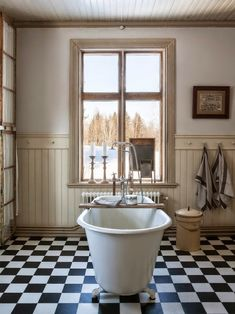 HOME & GARDEN: Une salle de bains rétro !