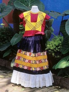 Frida Kahlos wardrobe exhibited in Mexico