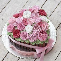 moist mug cake Buttercream Decorating, Cake Decorating Tips, Buttercream Cake, Buttercream Flowers, Pretty Cakes, Beautiful Cakes, Amazing Cakes, Cupcakes, Cupcake Cakes