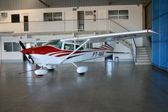 Cessna 182 (PT-IMX). Yes, please!
