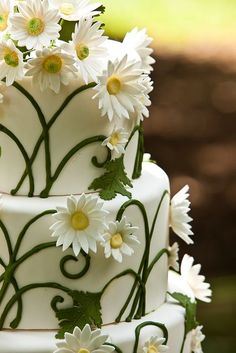 What a precious, fun wedding cake! #Wedding #Watters http://www.pinterest.com/wattersdesigns/