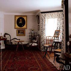 Мураново.Комната второго этажа. Мягкая мебель конца XIX столетия, стилизованная под рококо. Столик, стулья и подставка для прогулочной трости, Thonet.