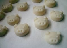 Panetti vegetali - Afrodita Small cakes made ​​with vegetable:  Shea Butter, Wax candellila, Cocoa Butter, oleolito Melissa, Ylang Ylang essential oil, essential oil of Frankincense.  The properties of the scents are shown to soothe the anxieties, to relax, to open the heart and prepare to love.  You can use them as scented environment, you can melt them in essence burner. to buy: http://blomming.com/mm/Aromantiche/items/panetti-vegetali-afrodita?page=5_type=thumbnail