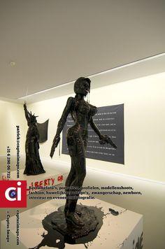 Groninger museum - Een bezoek aan het Groninger museum is altijd de moeite waard en voor een klein bedrag ben je vriend van en heb je verder het hele jaar Gratis toegang..  Ik maak reclamefotos, portretten, profielfotos, doe fotoshoots met modellen, fashion,... - museum, serie -  http://see.captusimago.com/groninger-museum/