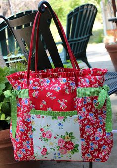 Farmers Market bag by PamKittyMorning, Free Fruehling Beeman Fruehling Beeman Fruehling Beeman McCord Sacs Tote Bags, Tote Purse, Handmade Purses, Handmade Handbags, Patchwork Bags, Quilted Bag, Crazy Patchwork, Patchwork Patterns, Patchwork Designs