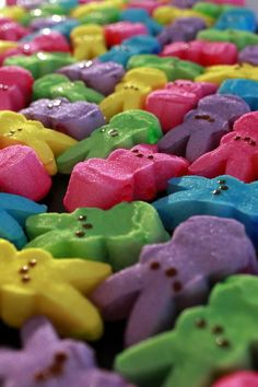 Peeps on Parade: Six fun desserts to make with Peeps Easter Peeps, Easter Candy, Hoppy Easter, Peeps Candy, Easter Art, Easter Treats, Easter Wallpaper, Iphone Wallpaper, Wallpaper Backgrounds