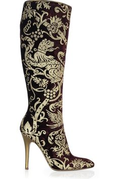 Merlot-and-gold velvet brocade knee high boots with a 110 mm gold covered stiletto heel. Roberto Cavalli boots have a pointed toe, a zip fastening on side and a gold sole. Women's Shoes, Cute Shoes, Me Too Shoes, Heeled Boots, Bootie Boots, Knee Boots, Hot High Heels, Estilo Fashion, Sexy Boots
