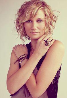 Jennifer-Nettles-short-hair.jpg 500×729 píxeles