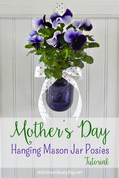 Quick, easy, and inexpensive way to create hanging mason jar posies for Mother's Day, May Day, or other celebration with this detailed tutorial. Makes a simple DIY gift of wall decor that would be cute in the bath or kitchen. Bottles And Jars, Glass Jars, Rental Home Decor, Hanging Mason Jars, Diy Gifts For Him, Jar Gifts, Do It Yourself Home, Mason Jar Crafts, Pansies