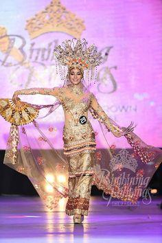 29 - Nancy Leonard Modern Filipiniana Gown, Filipiniana Wedding, Filipino Fashion, Philippines Culture, Filipino Culture, Recycled Dress, Filipina, Costume Dress, Fashion Sketches